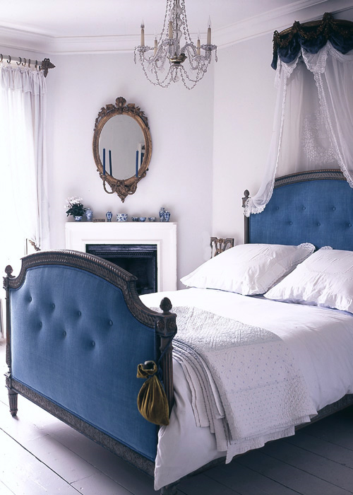 photography-interior-calm-down-blue-bedroom