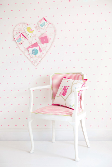 kids_chair_pink-heart_wallpaper