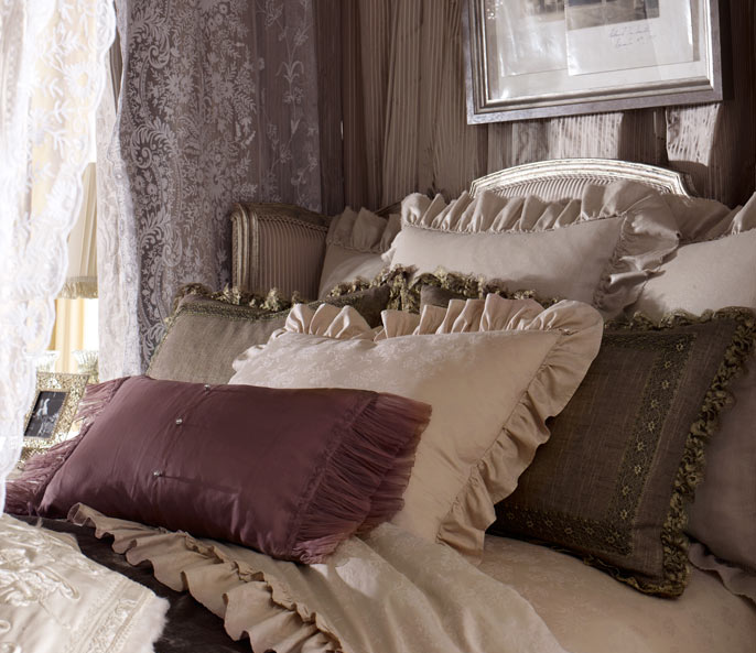 glamorous-bed-and-bedding