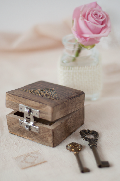 box-keys-and-flower