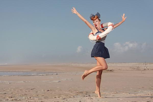 happy-girl-on-the-beach