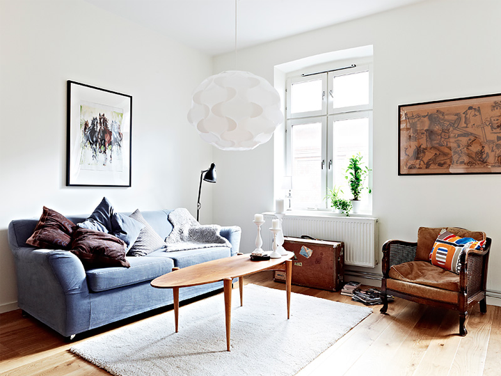 MIXTURE OF OLD AND NEW FURNITURE IN A SWEDISH APARTMENT