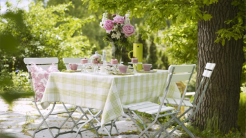 79ideas_table-decoration-in-pink-and-green
