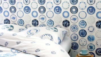 porcelain-blue-covet-and-wallpaper