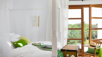 79ideas_beautiful_white_green_bedroom