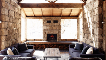 79ideas-wood-stone-and-leather-in-the-australian-barn